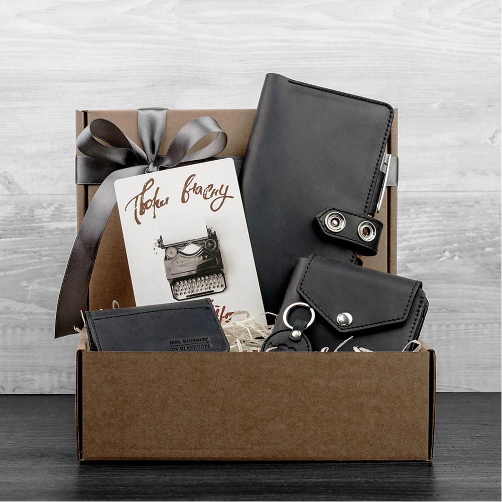5aed2509534d Наш интернет-магазин подарков Mystery предлагает вам купить подарочные  наборы из натуральной кожи талантливых украинских мастеров. В подарочный  набор входит ...